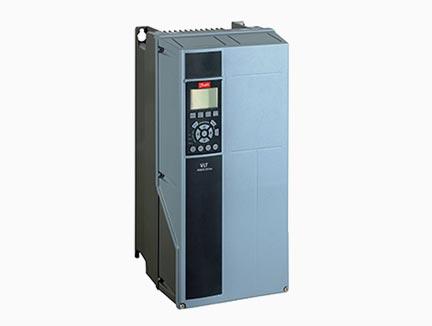 Frekvencni pretvornik za pogon naprav , uporabljenih v tehnologiji z pitnimi in odpadnimi vodami VLT Aqua Drive FC 202